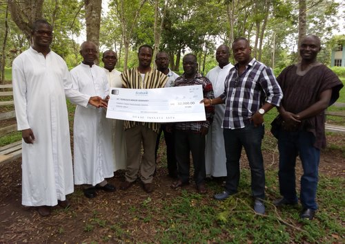 AMISANO OLD BOYS DONATE TO THE SEMINARY.